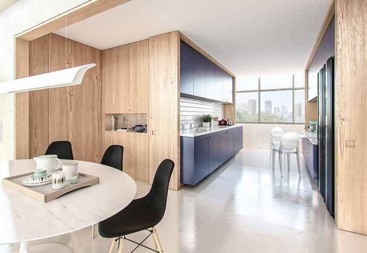 Ambientes integrados visualmente pelo piso epóxi