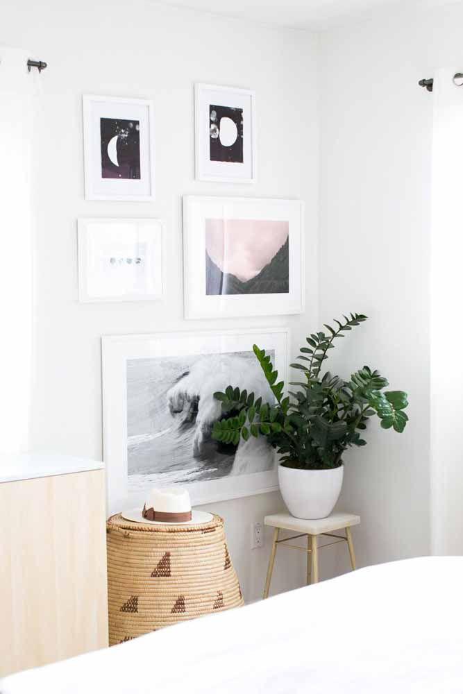 Para um ambiente mais clean e neutro, aposte em um vaso branco com zamioculca