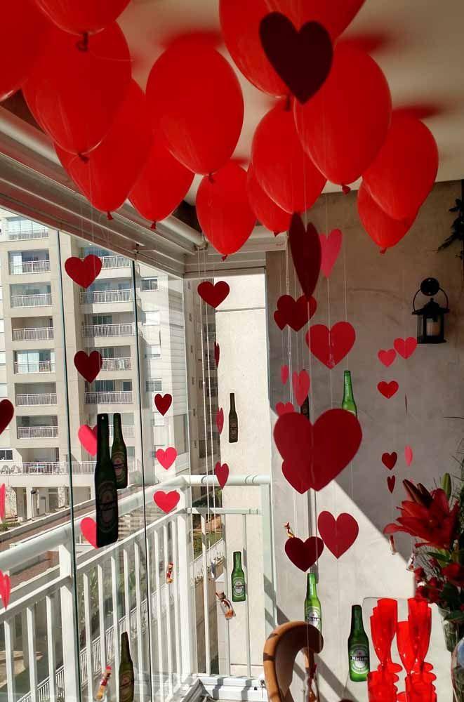 Uma dica é usar a cortina de coração em uma comemoração intimista, como dia dos namorados ou aniversário de casamento