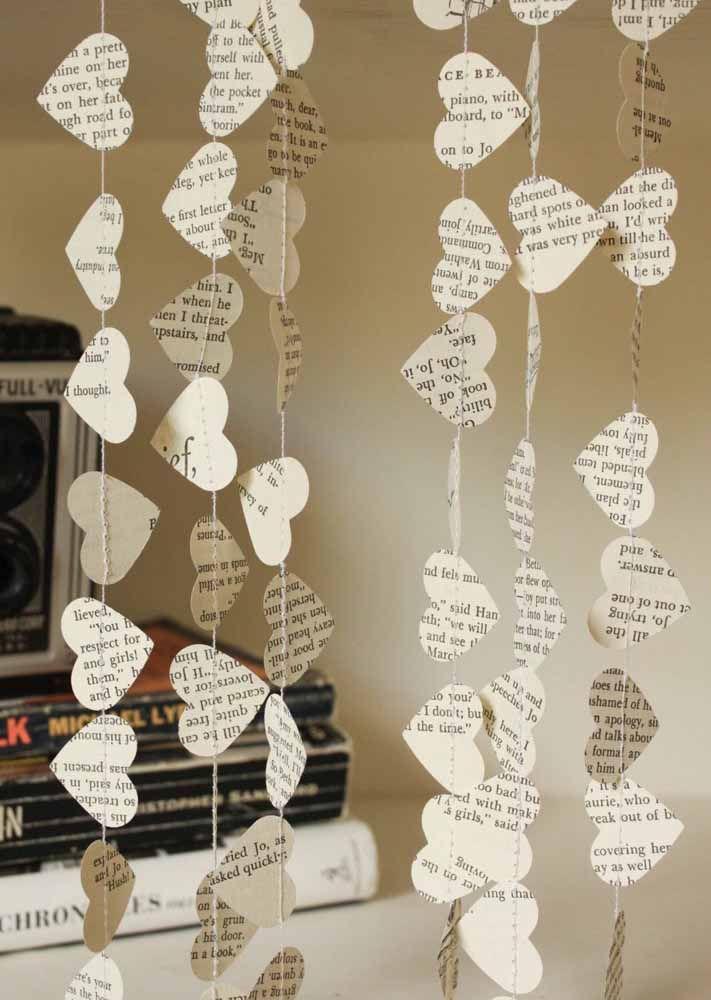 Livros, revistas ou jornais: todos eles servem como inspiração para a cortina de coração