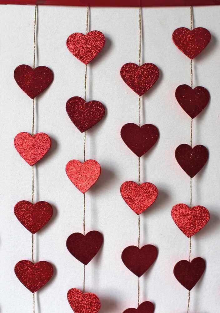 Faça sua cortina de coração brilhar usando gliter
