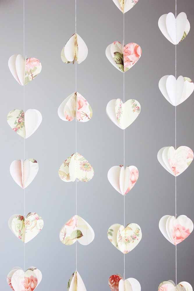 A estampa floral dá aquele toque a mais de romantismo para a cortina de coração