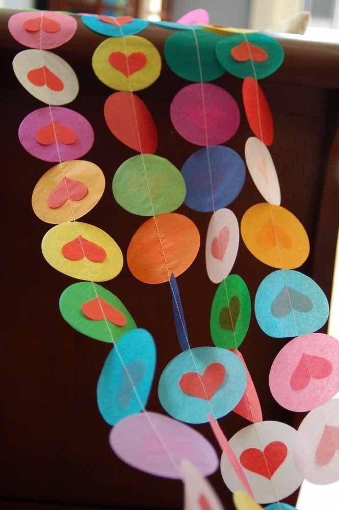 Círculos com coração no meio: viu como dá para variar o formato da cortina?