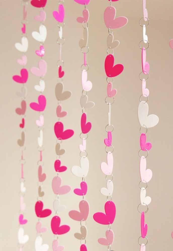 Não quer usar linha para a cortina de coração? Que tal usar argolas então?