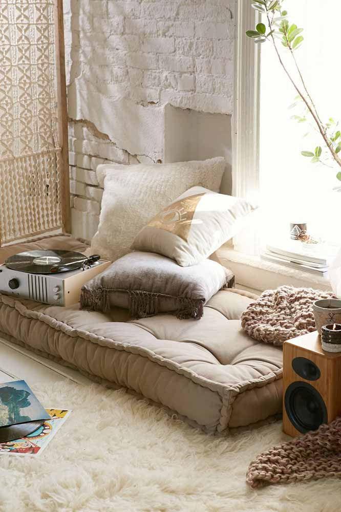 Sentar no chão com um tapete macio desses é puro conforto, sem contar que o futton não deixa nada a desejar