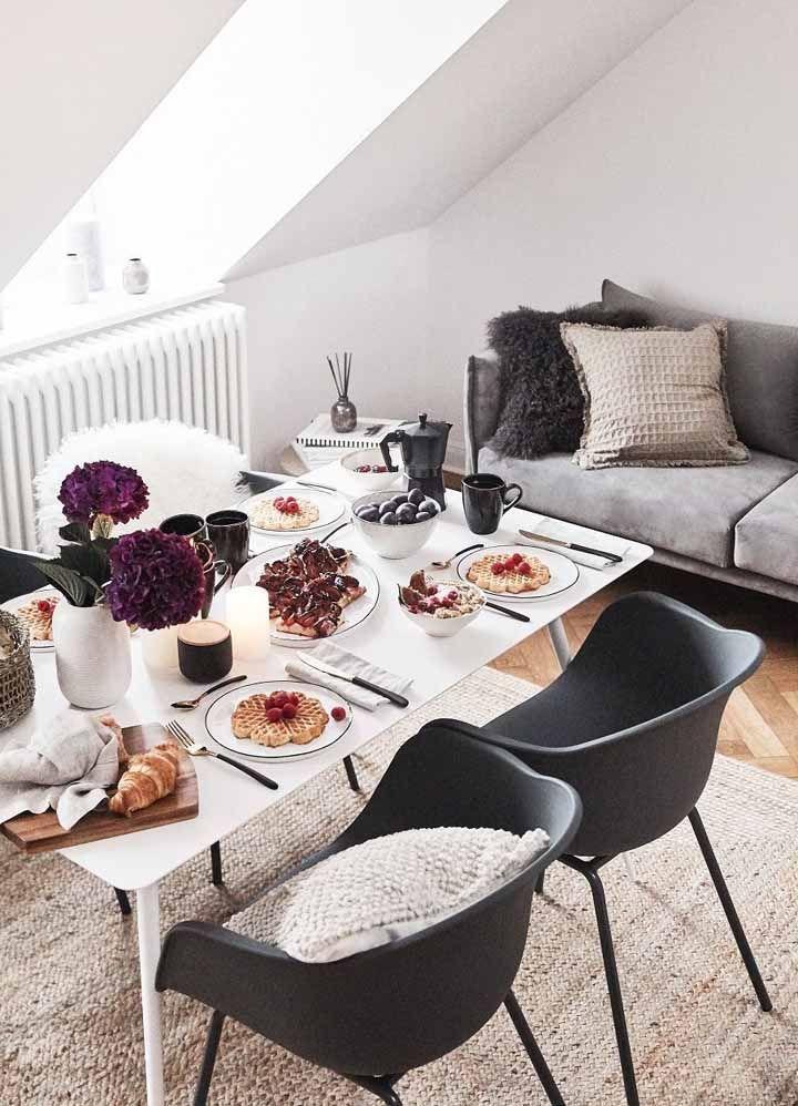 O prazer de uma mesa posta: mais do que bonita, ela aguça o paladar e reitera a proposta hygge de mexer com todos os sentidos