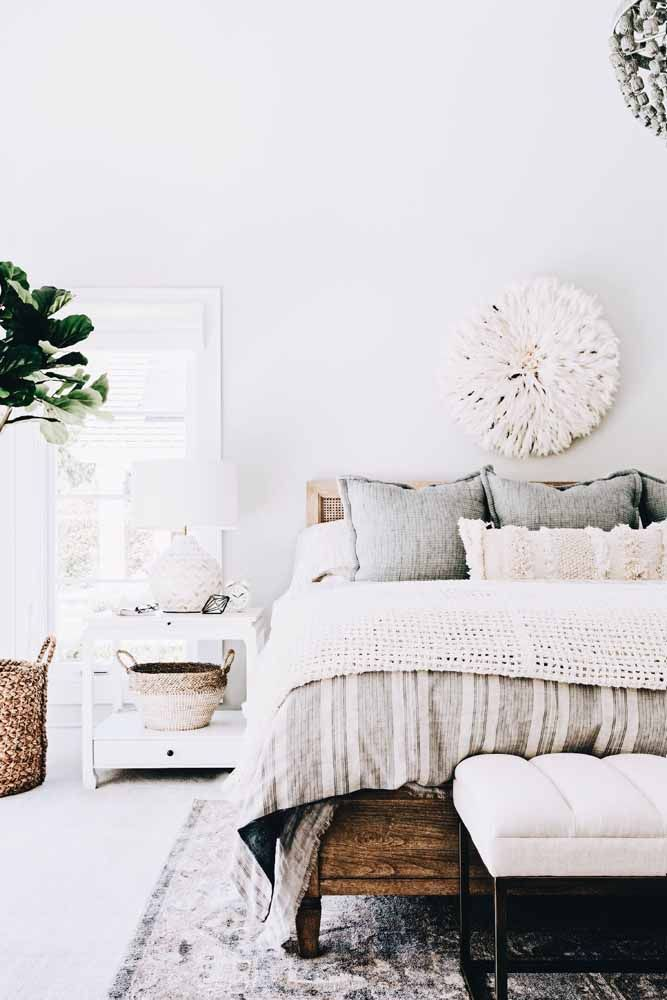 Texturas: lembre-se delas na hora de pensar a decoração; na imagem elas estão na parede, no chão e em cima da cama