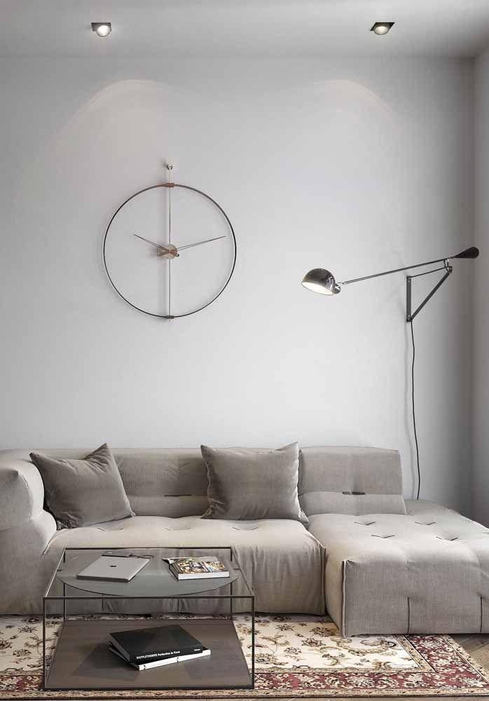 O efeito nessa parede branca fica por conta das luzes indiretas