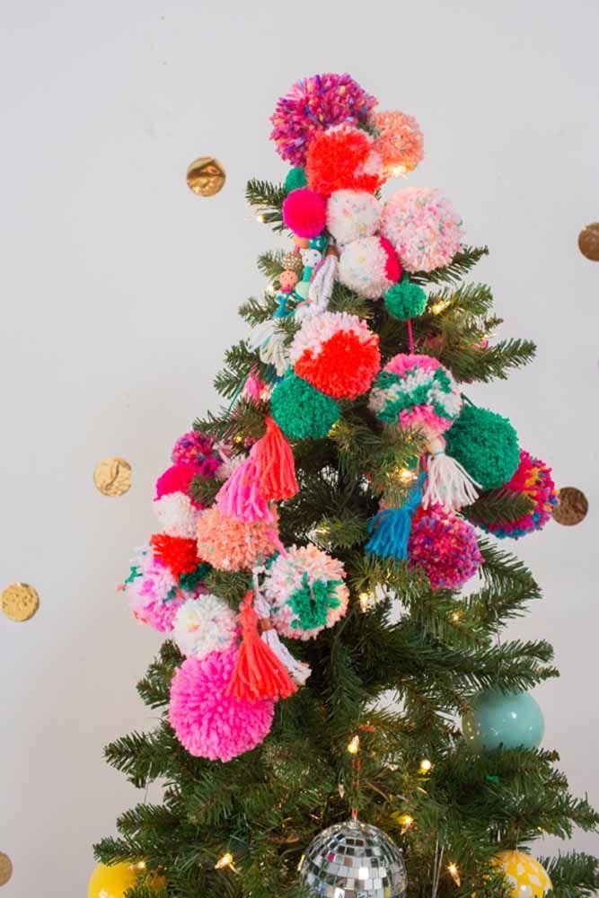 Vale colocar bolas de diferentes materiais na árvore de natal