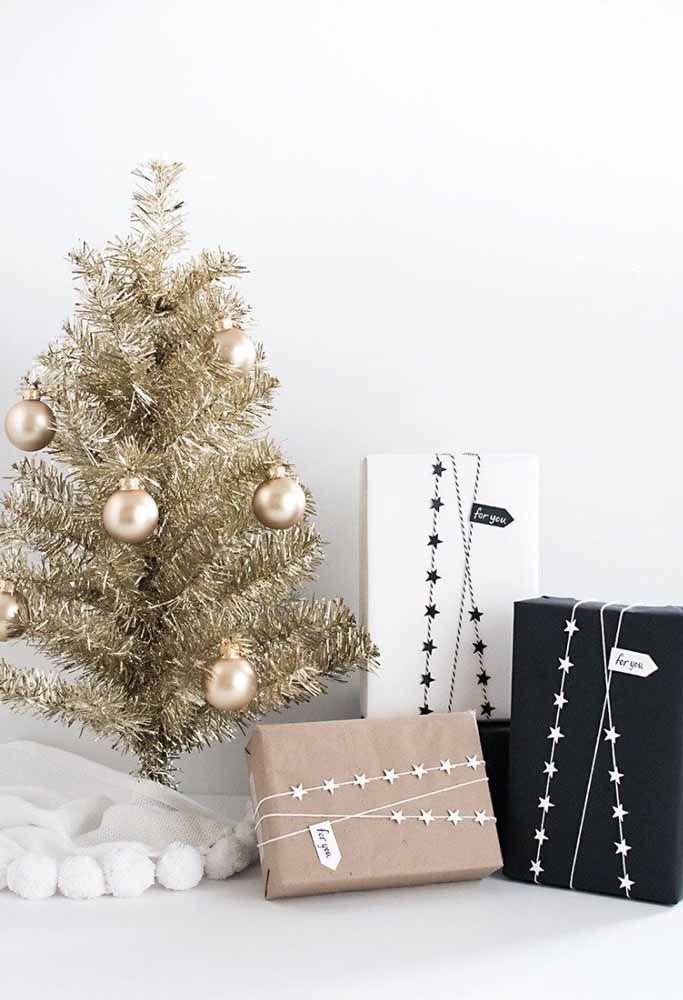 Que tal apostar em uma árvore de natal mais simples, sem deixar de ser estilosa?