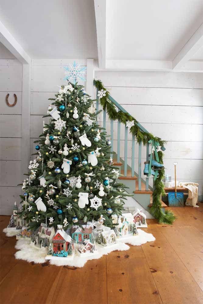 Não esqueça de decorar os pés da árvore