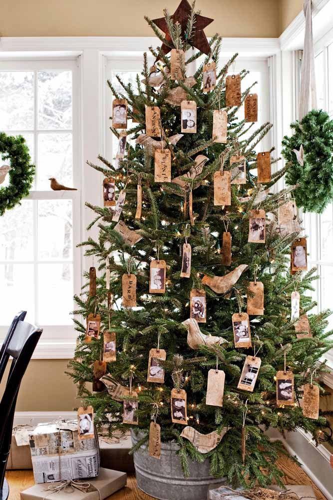 Já pensou em enfeitar a árvore de natal com fotos da família?