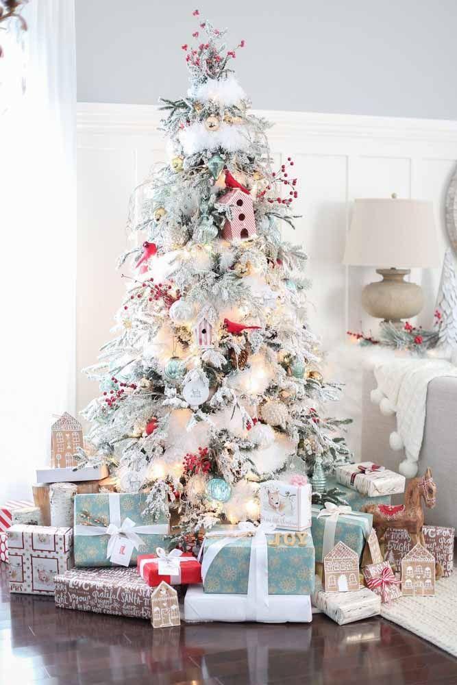 Todo mundo imagina o natal no meio da neve. Portanto, nada melhor do que produzir uma árvore com essas características
