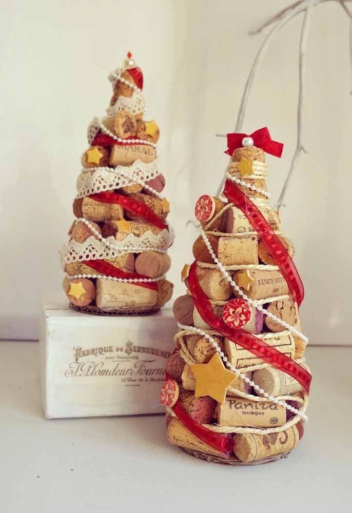 Sabia que juntando várias rolhas de vinho você uma árvore de natal incrível?