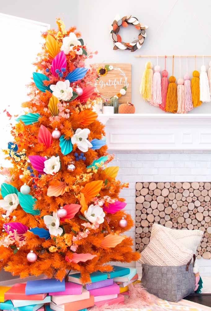 Que tal investir em cores quentes na hora de preparar a sua árvore de natal?