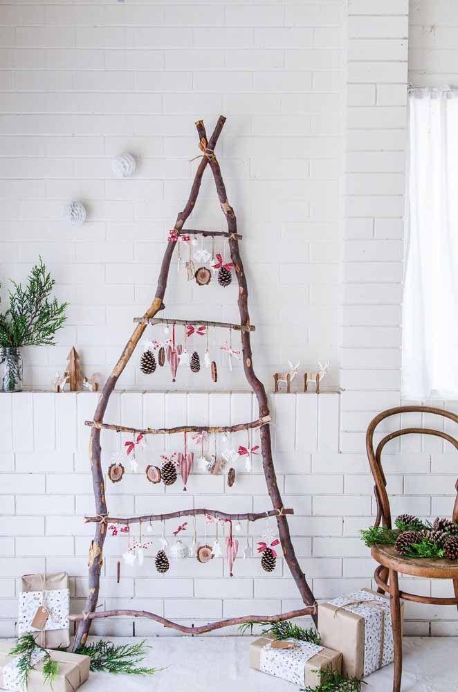 Se a grana está curta, improvise uma árvore de natal