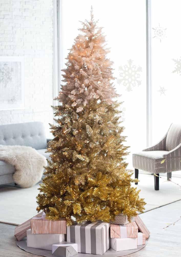 Aposte em uma árvore de natal de diferentes cores