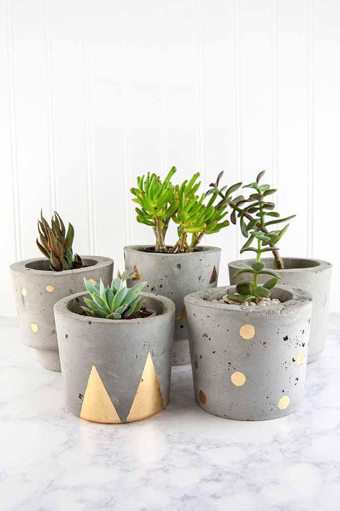 Cachepots de cimento: complemente a decoração deles com uma tinta de cor vibrante ou metálica