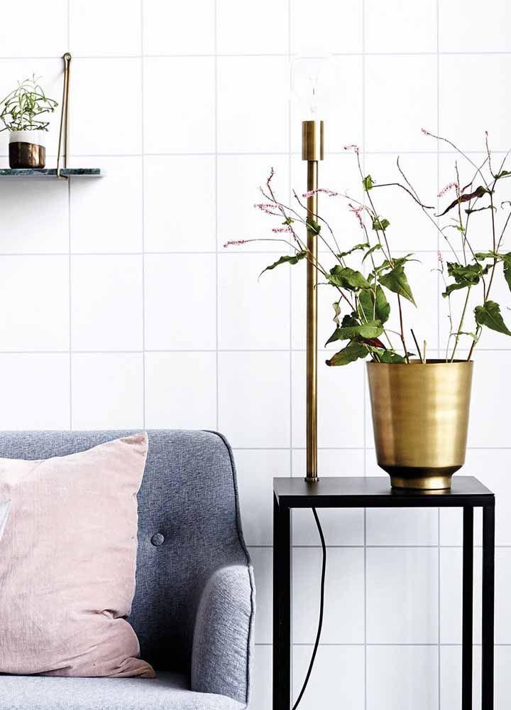 Cachepot dourado para combinar com a decoração