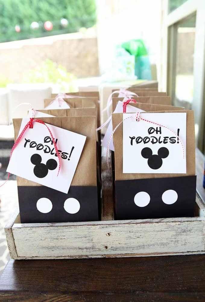 Aproveite as embalagens recicladas para produzir de acordo com o tema Mickey
