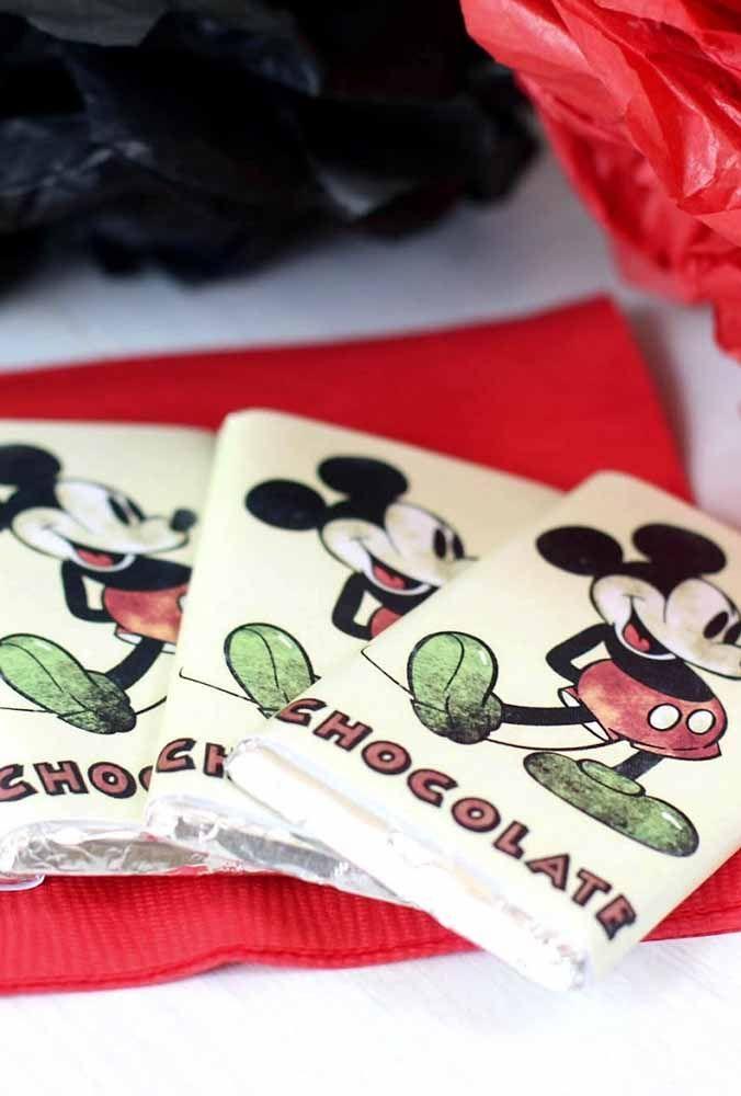Qual a criança que não ama chocolate? Mas quer fazer algo diferente? Personalize a embalagem com o tema Mickey