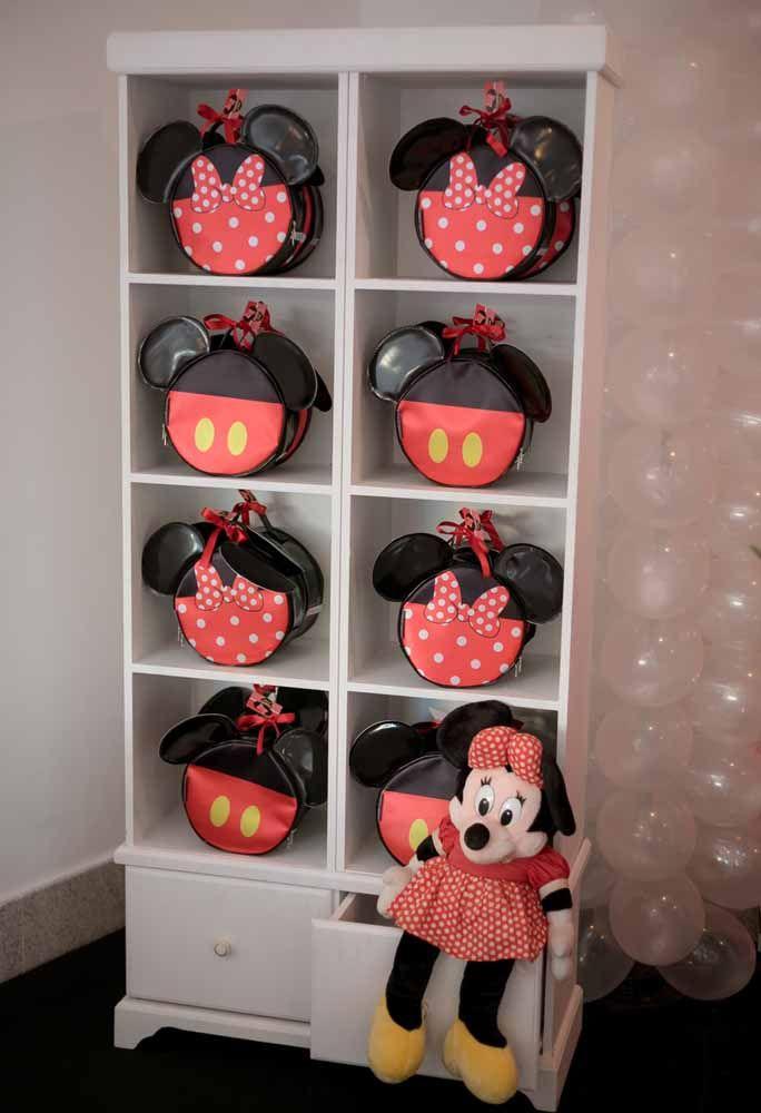 Olha que luxo que ficaram essas bolsinhas com o tema da Minnie