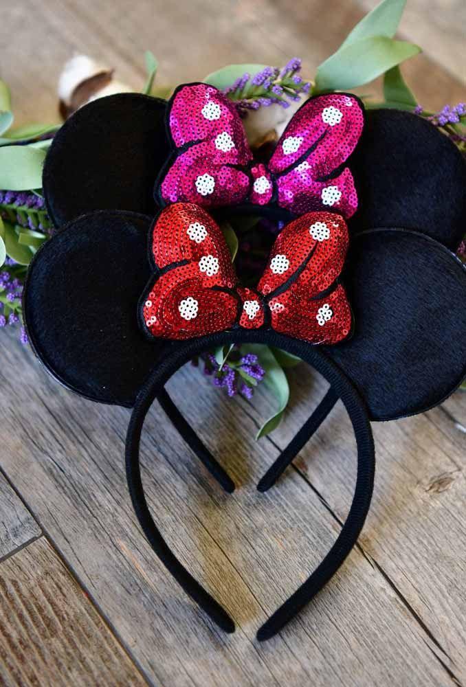 Para deixar as meninas no estilo da festa, distribua travessas com a orelhinha do Mickey