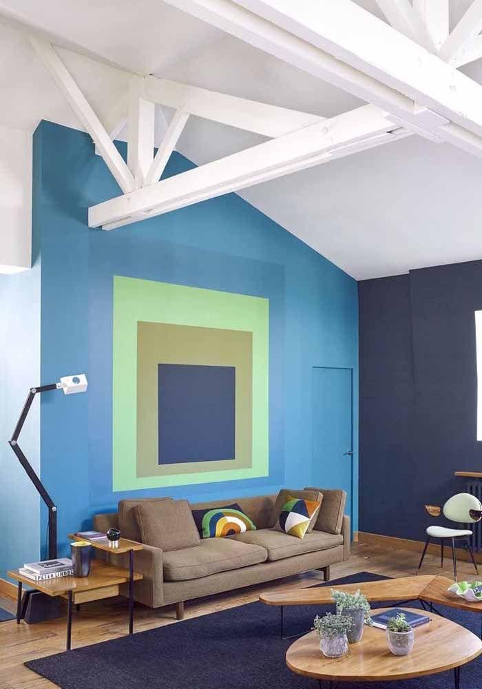 O escritório também se modifica com uma simples pintura na parede