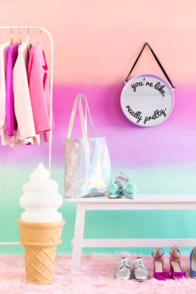 Degradê vibrante e harmonioso para a parede do closet