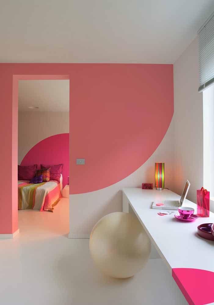 Meio círculo que se completa na parede do quarto aos fundos
