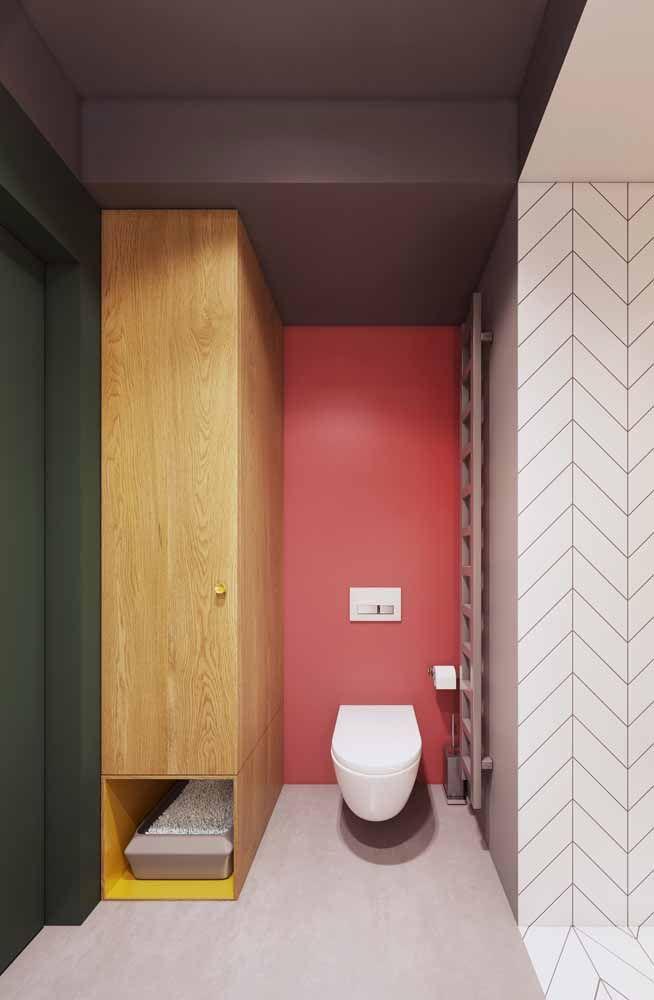 Quantas cores você vê nesse banheiro? A principio só o rosa parece se destacar, mas logo o verde, o cinza e o amarelo saltam aos olhos