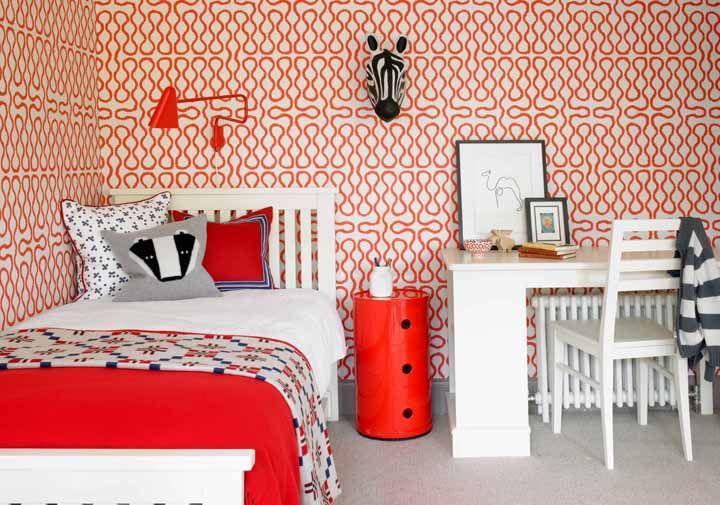 Vermelho no quarto pode ser uma aposta arriscada, mas na proporção correta ele surpreende