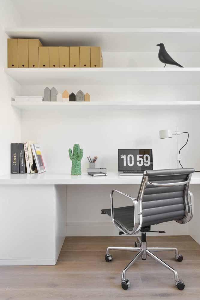 Escrivaninha e prateleiras: uma dupla para deixar tudo bonito e organizado