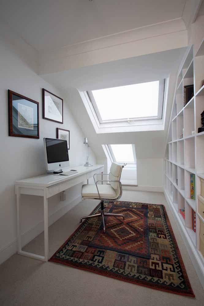 Para quem prefere algo mais moderno, esse modelo de escrivaninha branca é perfeito