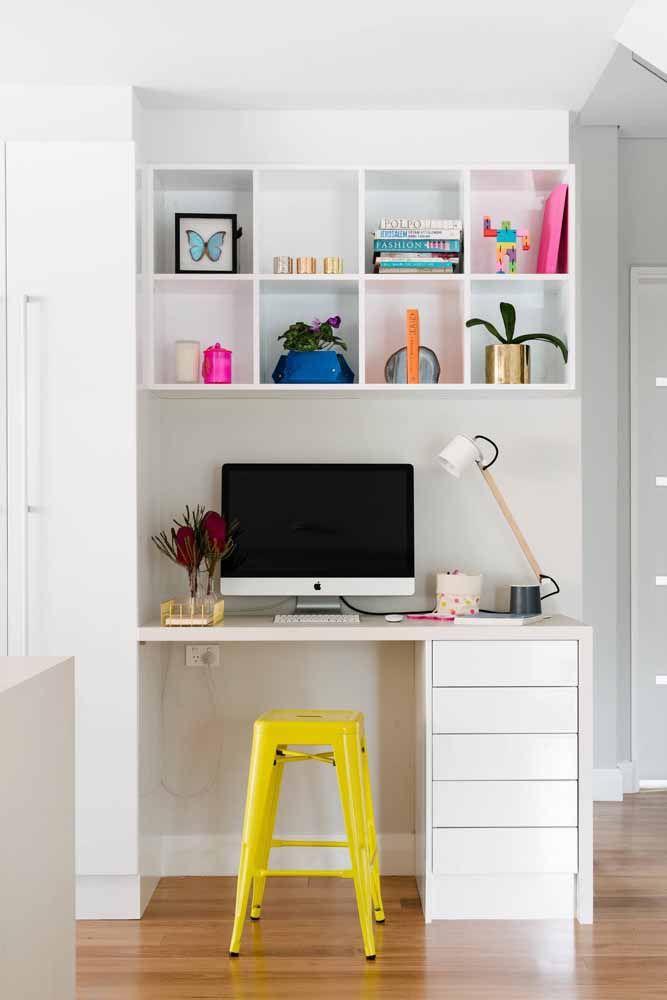 Outra opção de local para a escrivaninha é o corredor da casa, desde que ela não atrapalhe a circulação