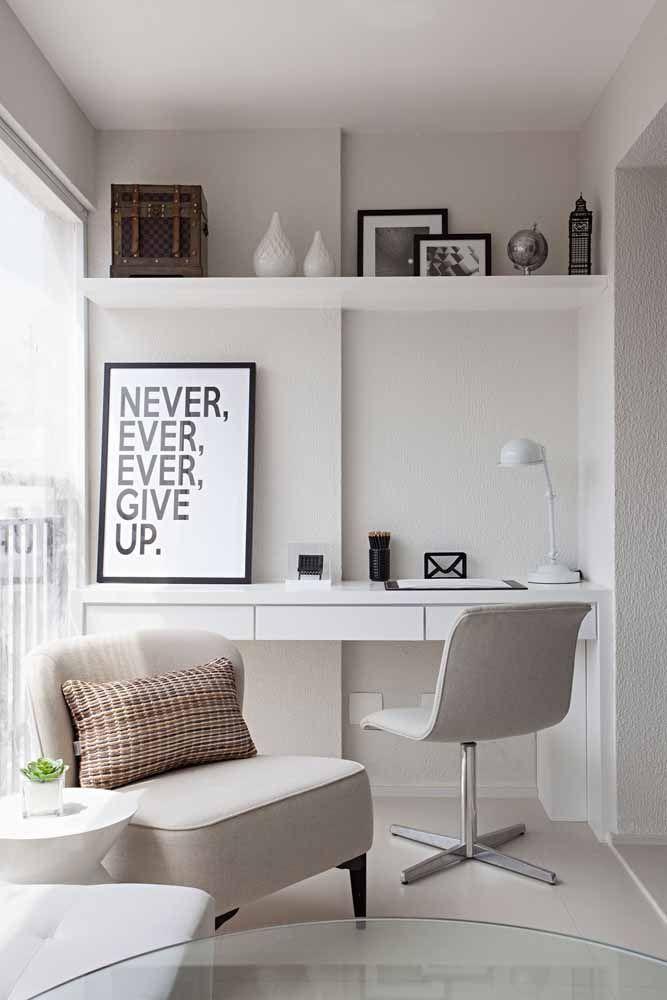 Na hora de pensar a decoração desse espaço, leve em consideração a poltrona ou cadeira que irá acompanhar a escrivaninha