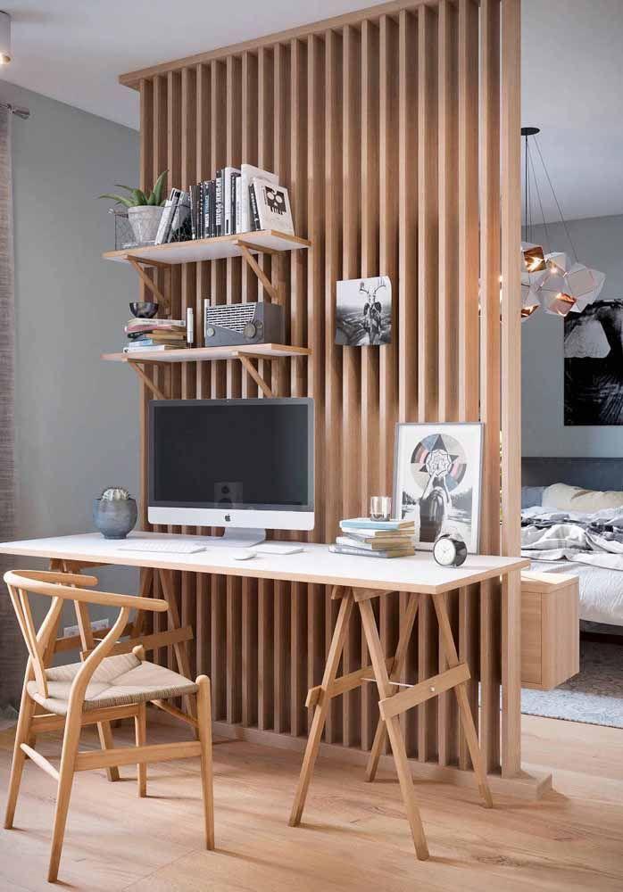 Escrivaninha branca com pés cavalete de madeira: uma proposta moderna capaz de deixar o home office mais aconchegante