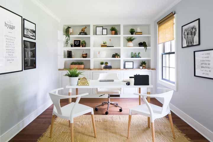 Escrivaninha branca para atender aos clientes com charme e elegância