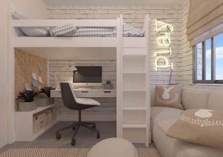 A melhor maneira de economizar espaço em um quarto adolescente: deixando a escrivaninha sob a cama