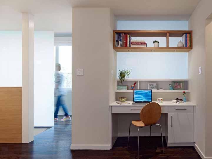 Aproveite aquele cantinho da casa para instalar a escrivaninha, mas faça isso com carinho