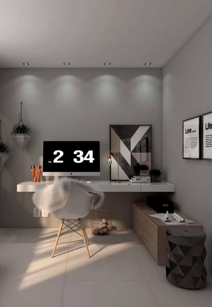 Essa escrivaninha branca suspensa surpreende pela simplicidade ao mesmo tempo em que é funcional e muito decorativa