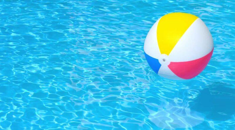 Como limpar piscina de plástico? Descubra em passo a passo