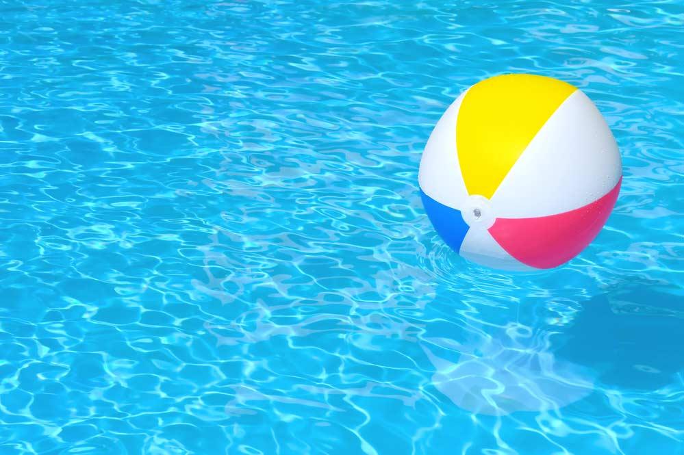 Como limpar piscina de plástico