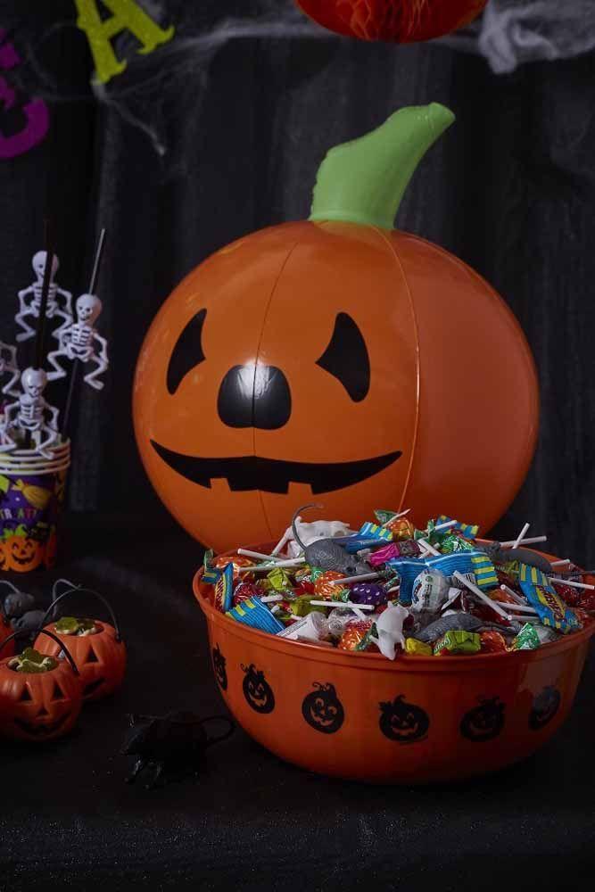 Se o público alvo são as crianças, invista em uma decoração alegre e divertida, mas sem tirar os símbolos característicos da festa