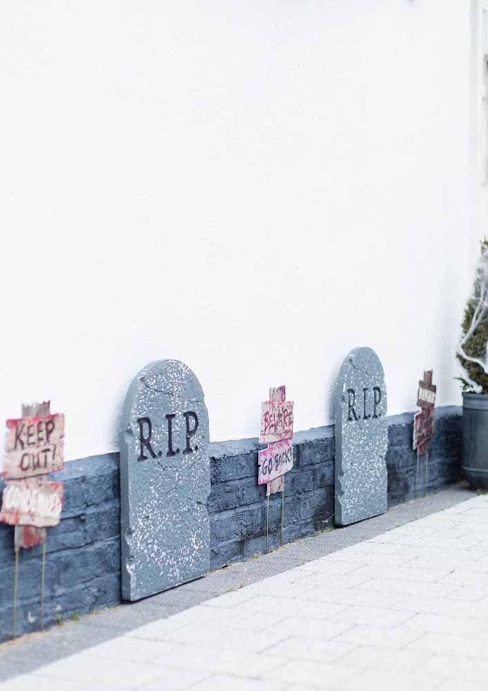 As lápides também são um marco da decoração de Halloween