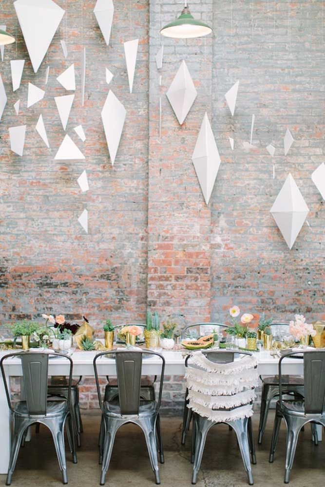 Comemore suas bodas em família com um almoço ou jantar intimista