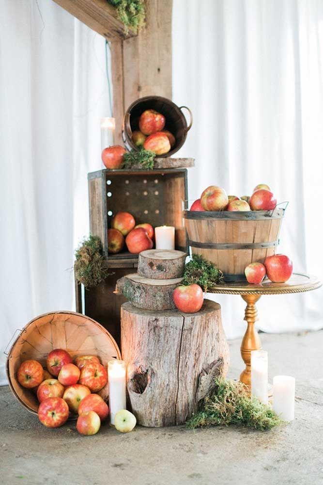 As bodas de frutas, celebrada aos quatro anos de casados, trouxe maças para compor a decoração