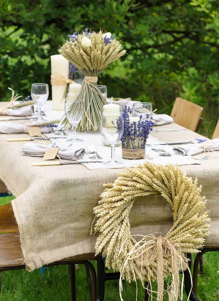 Bodas de trigo comemorada de um jeito rústico e ao ar livre