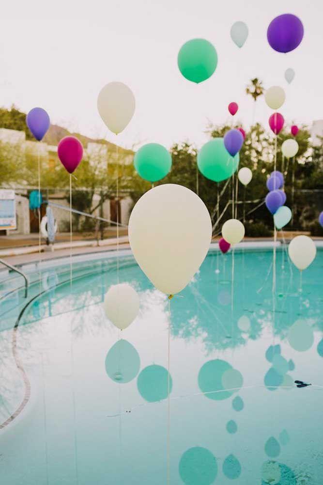 A leveza e a delicadeza dos balões para colorir as bodas do casal