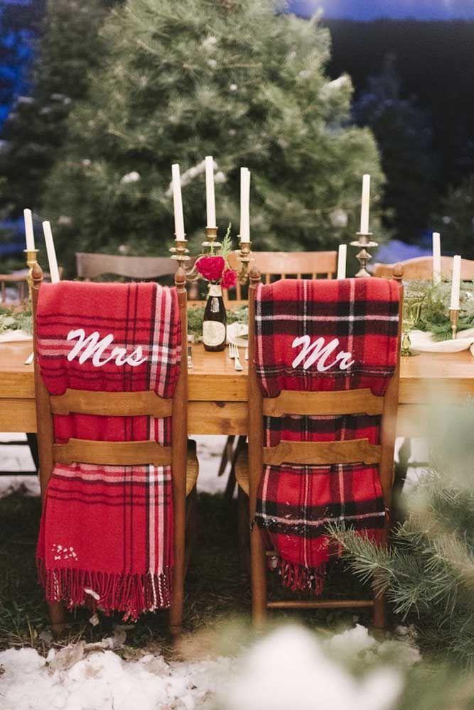 Tá frio? Não é desculpa para não comemorar o aniversário de casamento; use cobertores, como sugere a imagem